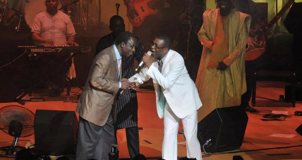 Thione Seck (à gauche) et Youssou Ndour (à droite)